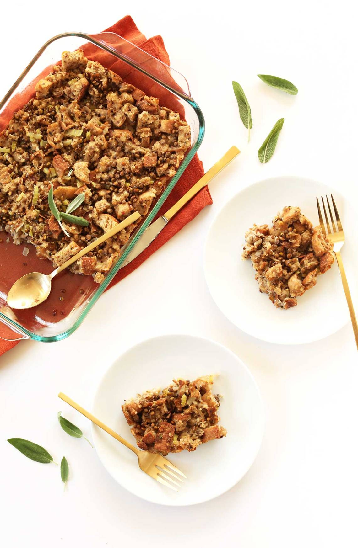 Easy-Vegan-Stuffing-with-9-simple-ingredients-vegan-flavorful-hearty-and-SO-delicious