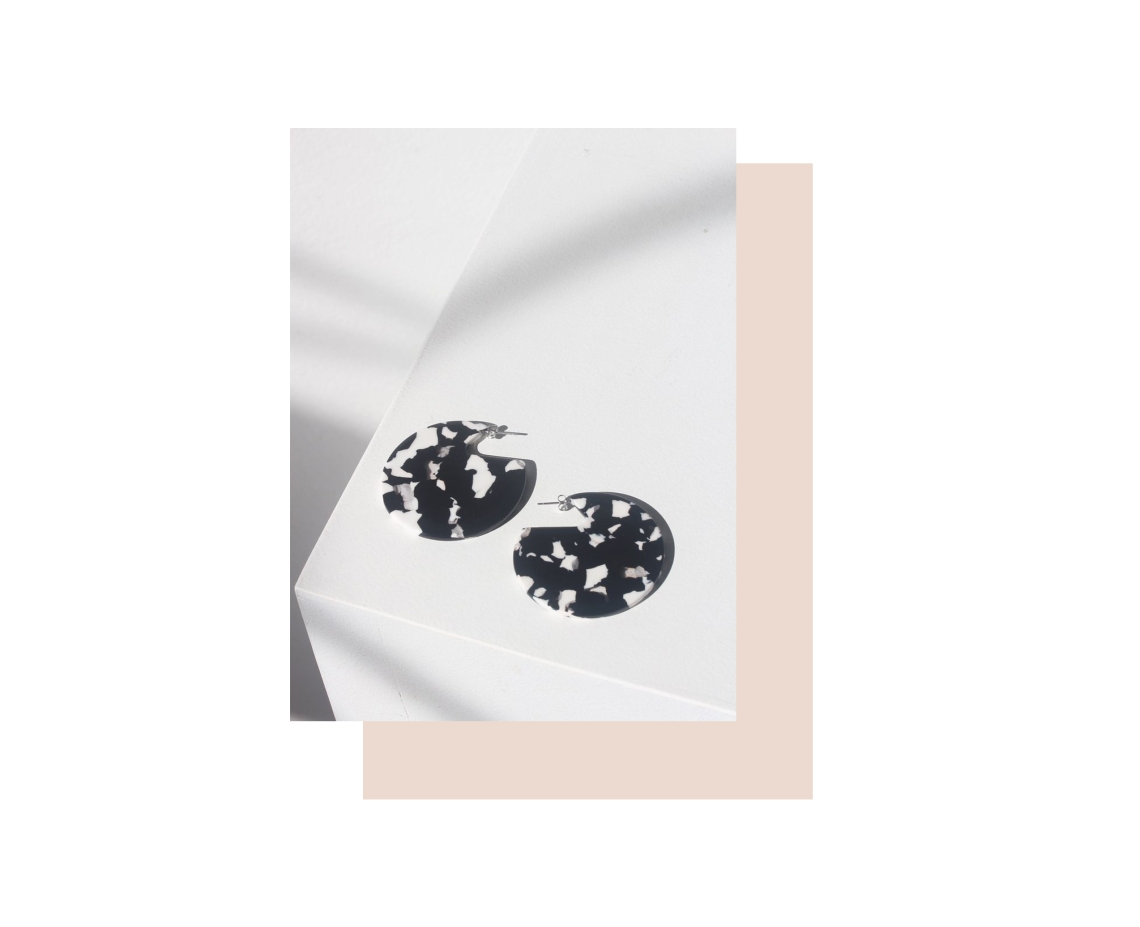 ARO: Clare Earrings in Noir