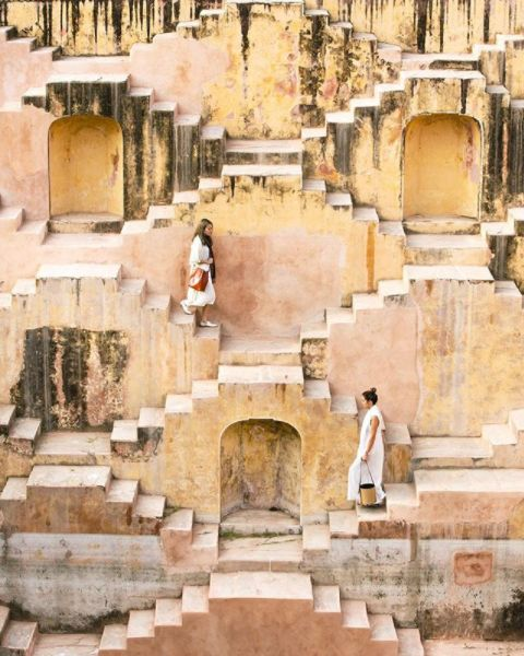 Labyrinthine Stairways