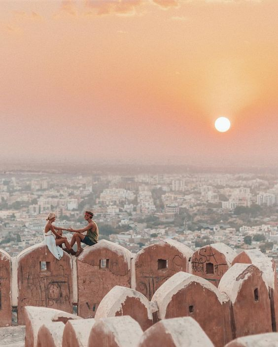 Lovers atop Nahargarh Fort