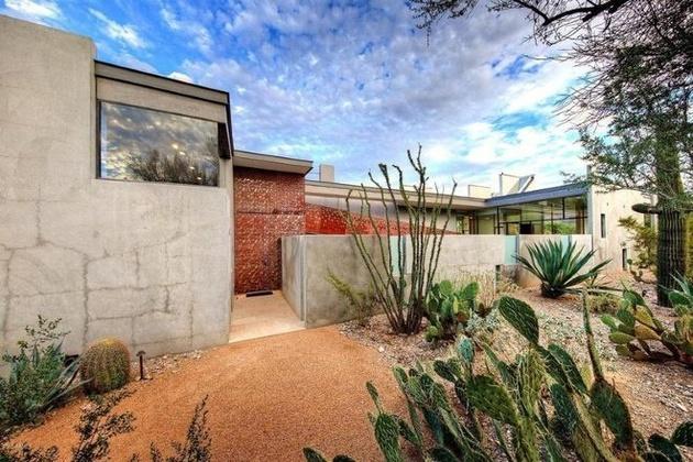 modern-desert-home-steven-holl-cacti-thumb-630xauto-58450