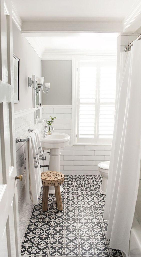 Monochrome Bath