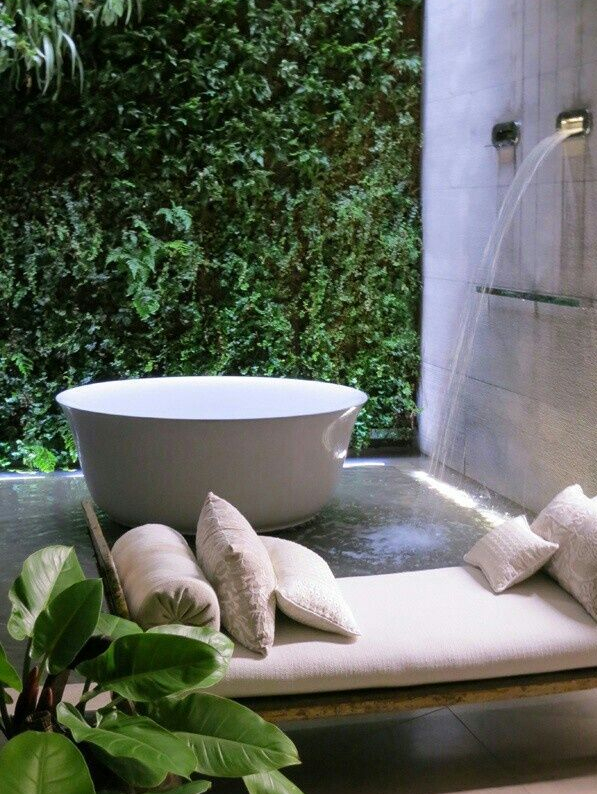Lush Luxury Soaking Tub