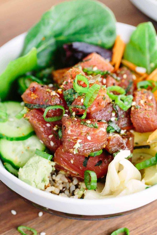 japanese-poke-bowls-with-ahi-tuna-green-onions-sesame-seeds-600x900