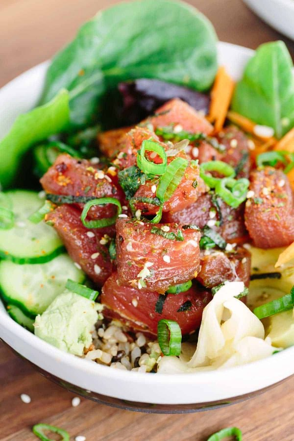 japanese-poke-bowls-with-ahi-tuna-green-onions-sesame-seeds-600x900