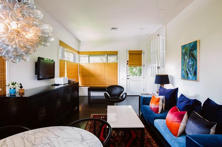 luxury-hotels-texas-austin-hotel-saint-cecilia-poolside-bungalow-living-room_lg